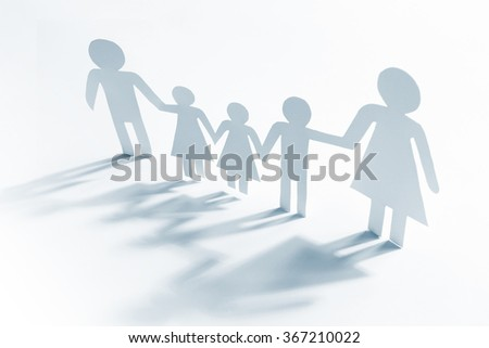 Single mother with four children, paper figures
