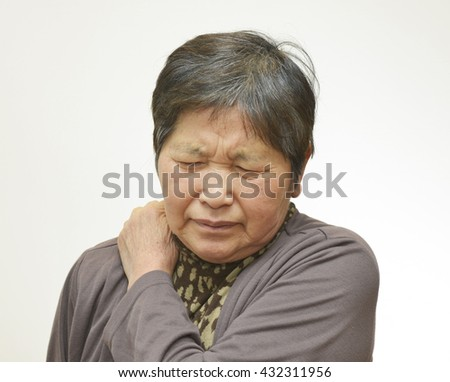 Sixty years old woman shoulder hurts