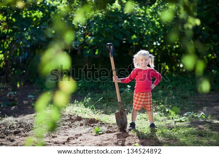 small girl helps to dig
