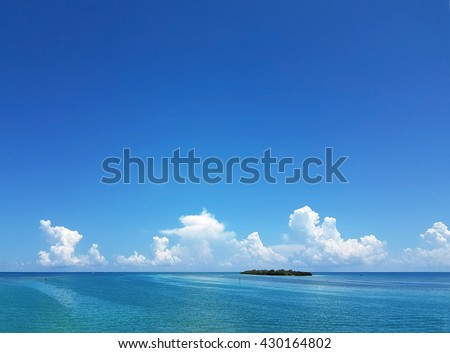Small island dots the horizon in the beautiful turquoise waters of the Florida Keys