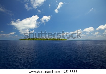 Small uninhabited island in the Indian Ocean, Maldives
