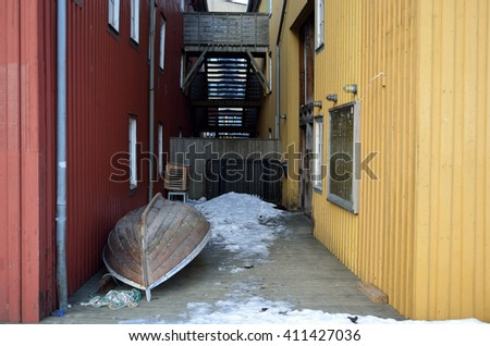 small wooden boat between two buildings