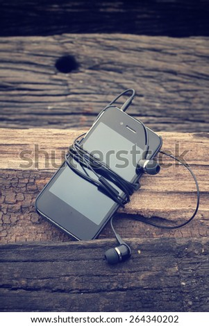 Smart phone with earphone