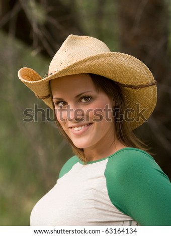 Smiling young lady in cowboy hat
