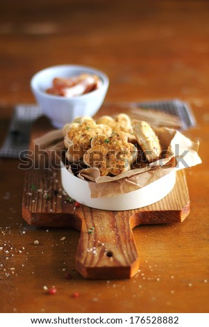 Snack cheese cookies or scones with bacon, parmesan and basil in a box, perfect for breakfast or summer picnic - stock photo