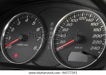 Snapshot motor speedometer and tachometer with red arrows