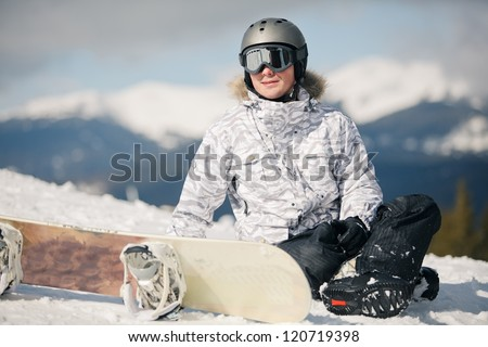 snowboarder against sun and sky