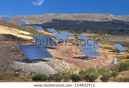 Solar power unit for the conversion of sunlight into electricity  using photovoltaic panels
