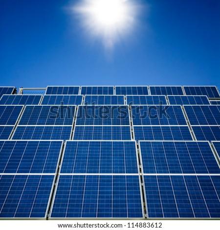 Sonnenschein auf Solarpanelen - stock photo