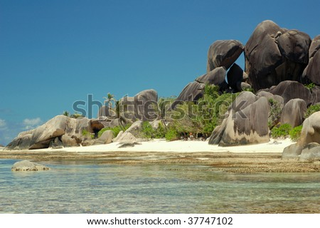Source d'argent beach rock formation - stock photo