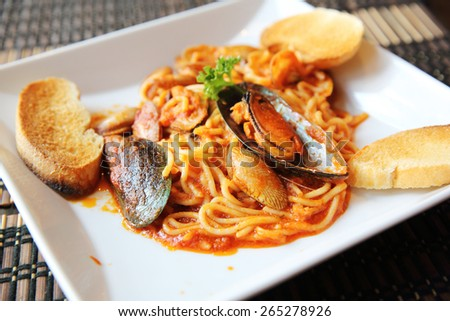 Spaghetti Vongole with clams - stock photo