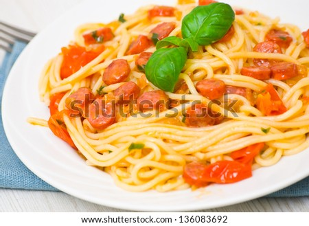 spaghetti with smoked sausage and vegetables