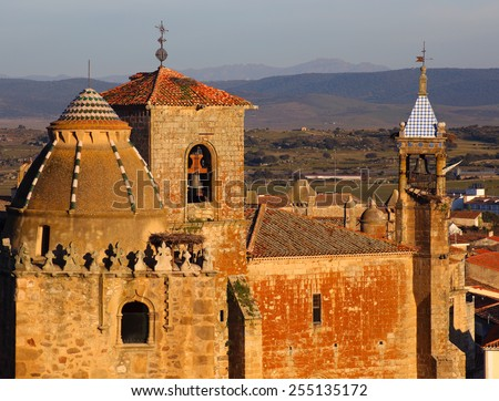 """Spain, Extremadura, Caceres, Medieval towers of the town of Trujillo at sunset. Birth place of Fransisco Pisarro - """"The Conqueror of Peru"""". Telephoto shot - Selective focus on middle bell tower. - stock photo"""