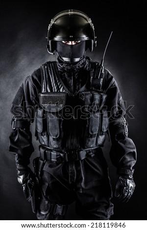 Histórico de Long Branch  Stock-photo-spec-ops-soldier-in-uniform-on-black-background-218119846