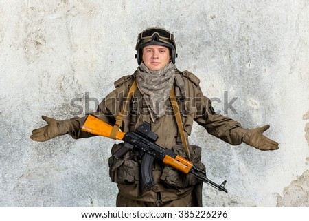 "Special forces soldier gesturing ""don't know"" - stock photo"