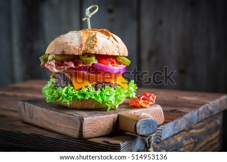 Spicy hamburger made of lettuce, beef and cheese