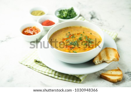 Spicy pea soup with fresh parsley and toasted bread