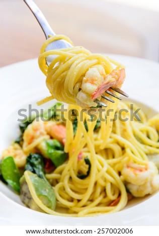 Spicy spaghetti prawn Thai style green curry - stock photo