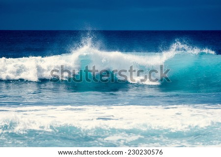 Splash wave on the surface of the ocean - stock photo