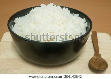 spoon cooked rice and Black chalice on the chopping block