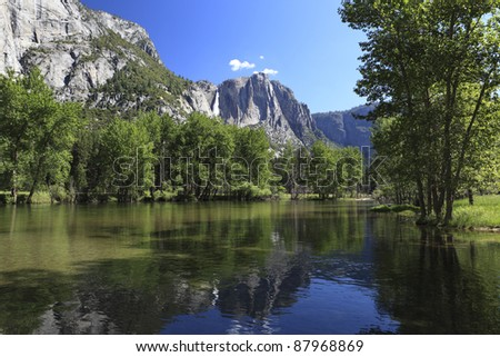 Spring flooding in Yosemite Valley, Sierra Nevada mountains of California