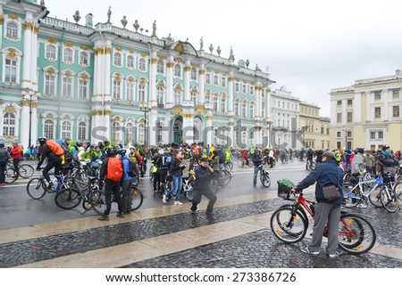 "ST.PETERSBURG, RUSSIA - APRIL 26, 2015: Bike Ride ""Opening the cycling season 2015"". Finish cycling on Palace Square of St.Petersburg. - stock photo"