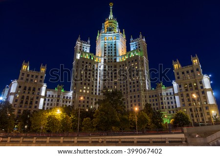 """Stalin skyscraper - Residential building on Kotelnicheskaya embankment in Moscow - one of the """"skyscrapers"""", built at the mouth of the Yauza in 1938-1952 - stock photo"""