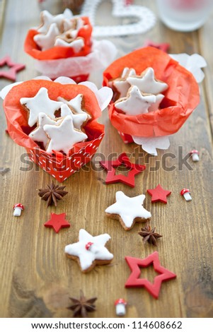 Star-shaped cookies for christmas in red boxes