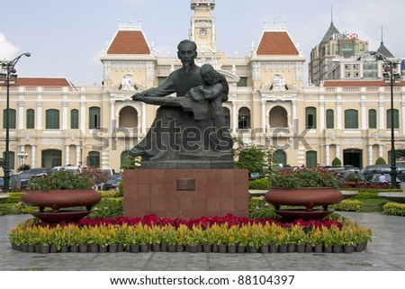 Statue of Ho Chi Minh and Peoples Committee Building, Saigon, Vietnam. Image by Kevin Hellon - stock photo