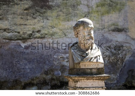 Statue of Stesicoro, Rome, Italy In a park on a hill above city center of Rome, there are many statues - busts of important personalities. One of them is bust of Stesicoro, the first great lyric poet. - stock photo