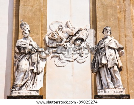 Statues of Benedict XI and XIII with angels
