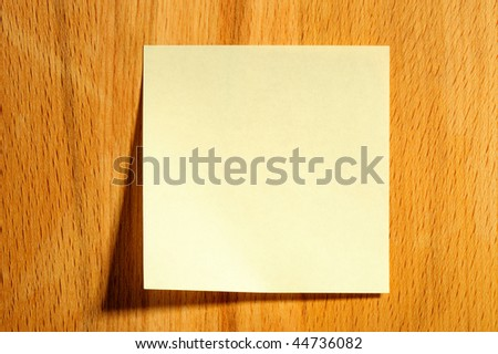 Sticky note on wooden board