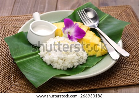 sticky rice with mango, khao niaow ma muang, thai sweet - stock photo
