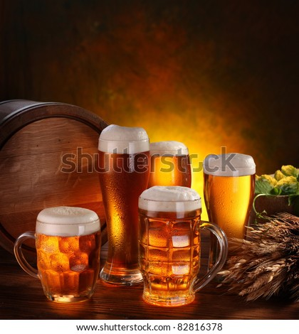 Still Life with a keg of beer and draft beer by the glass.