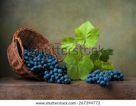 Still life with grapes on a basket