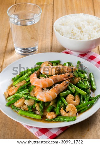 Stir fried shrimp with asparagus