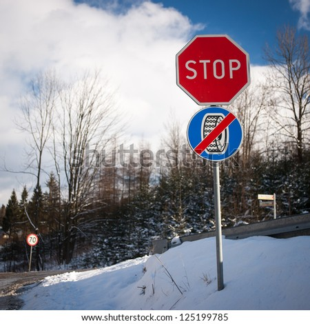 Stop using wheel chains road signs