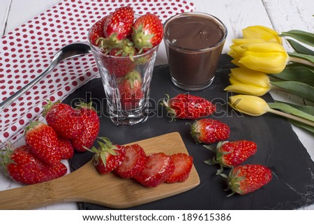 Strawberry and chocolate pot
