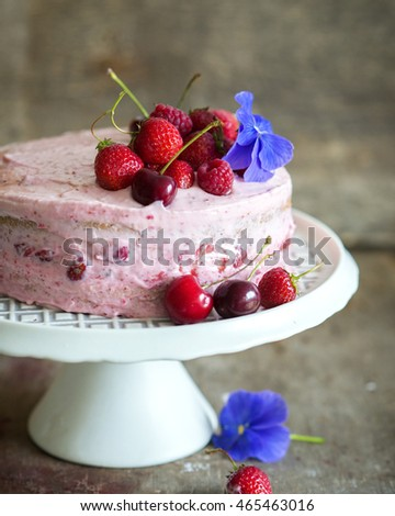 Strawberry cake with fresh berries