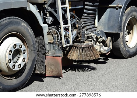 Street cleaner vehicle