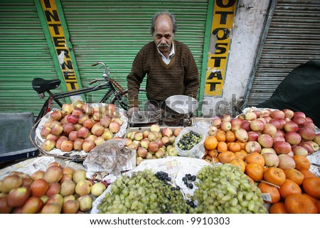 street vendor in delhi selling his produce