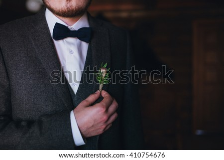 Stylish groom and boutonniere, close up