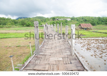 Su Tong Pae bridge Bamboo bridge, the longest in the world. Created through the rice fields to Temple.