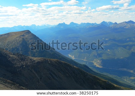 Summer view of the canadian rocky mountains and the athabasca valley, jasper national park, alberta, canada