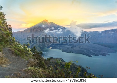 Sunrise at rinjani mount via plawangan senaru