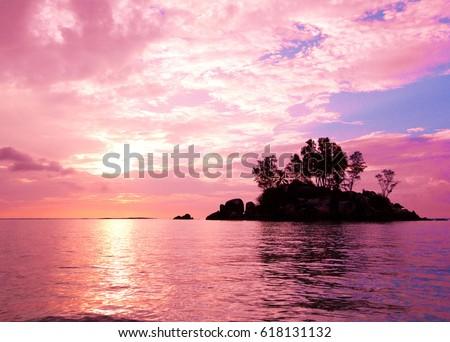 stock photo sunset coast sea 618131132 - Каталог — Фотообои «Закаты, рассветы»