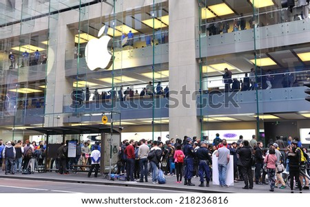 SYDNEY, AUSTRAILA-SEPTEMBER 19, Apple store of Sydney opening The new  Iphone 6 on September 19-2014. Apple Store, Sydney, Australia - stock photo