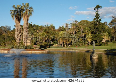 Sydney Royal Botanic Gardens - view on a lake with a fountain