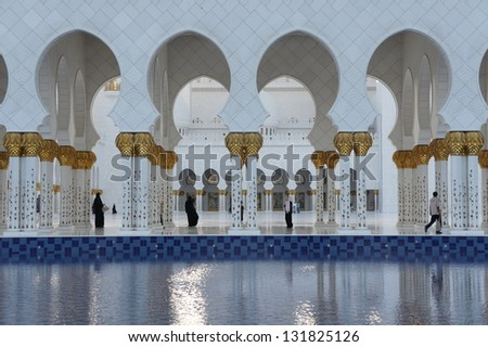 Symmetry of arches with reflection in water
