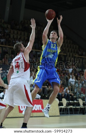 SZOMBATHELY, HUNGARY-AUG 26: Ukraine national team forward Serhiy Lishchuk shoots a jumper in a EuroBasket qualification match with Hungary on August 26, 2010 in Szombathely. Ukraine lost 83:75